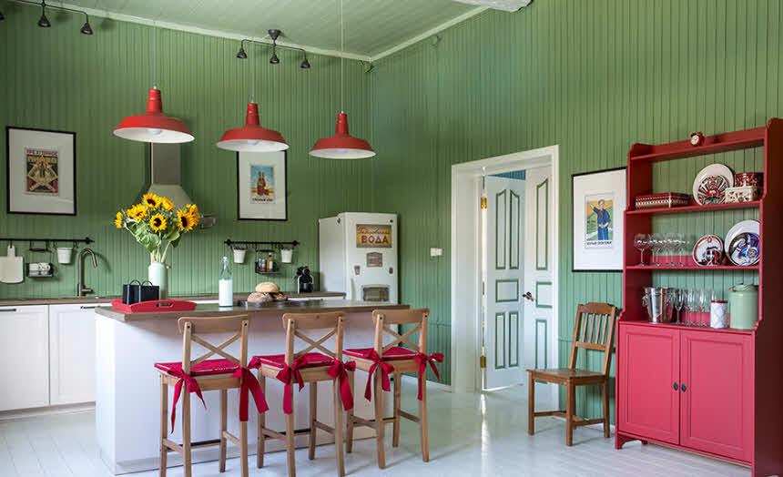 зеленые панели на кухне