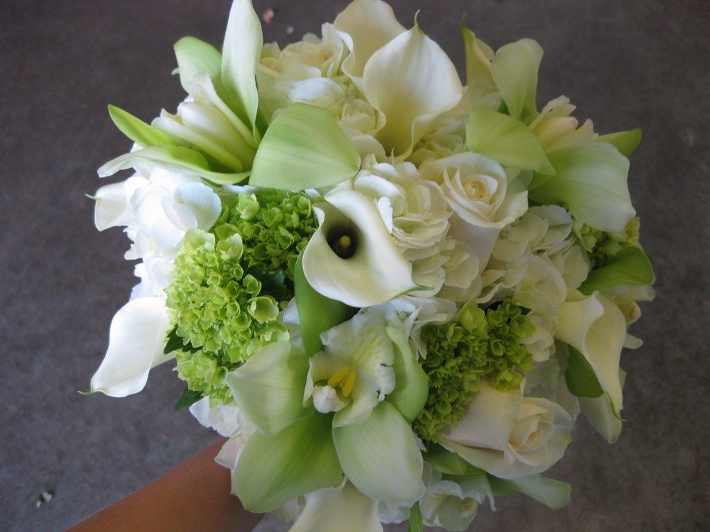 green-and-white-calla-lily-and-orchid-bouquet-1024x768