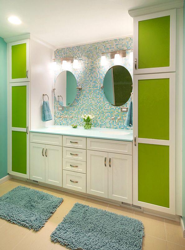 бело-зеленый напольный шкаф