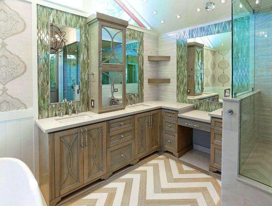 большой напольный шкаф с зеркалами