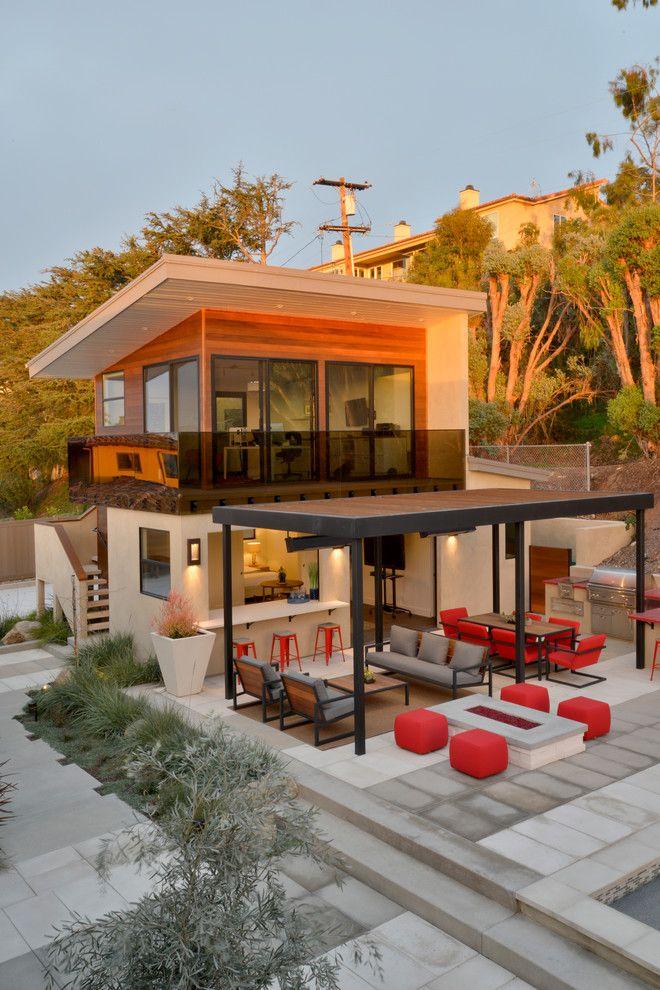 двухэтажный домик для отдыха за городом