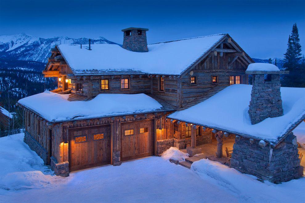 деревянный дом в горной местности