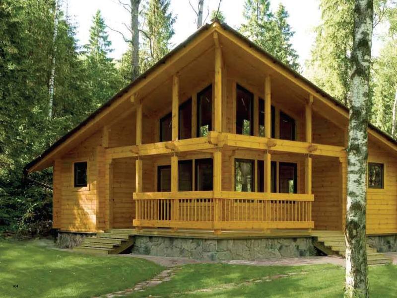 дом из дерева в лесу