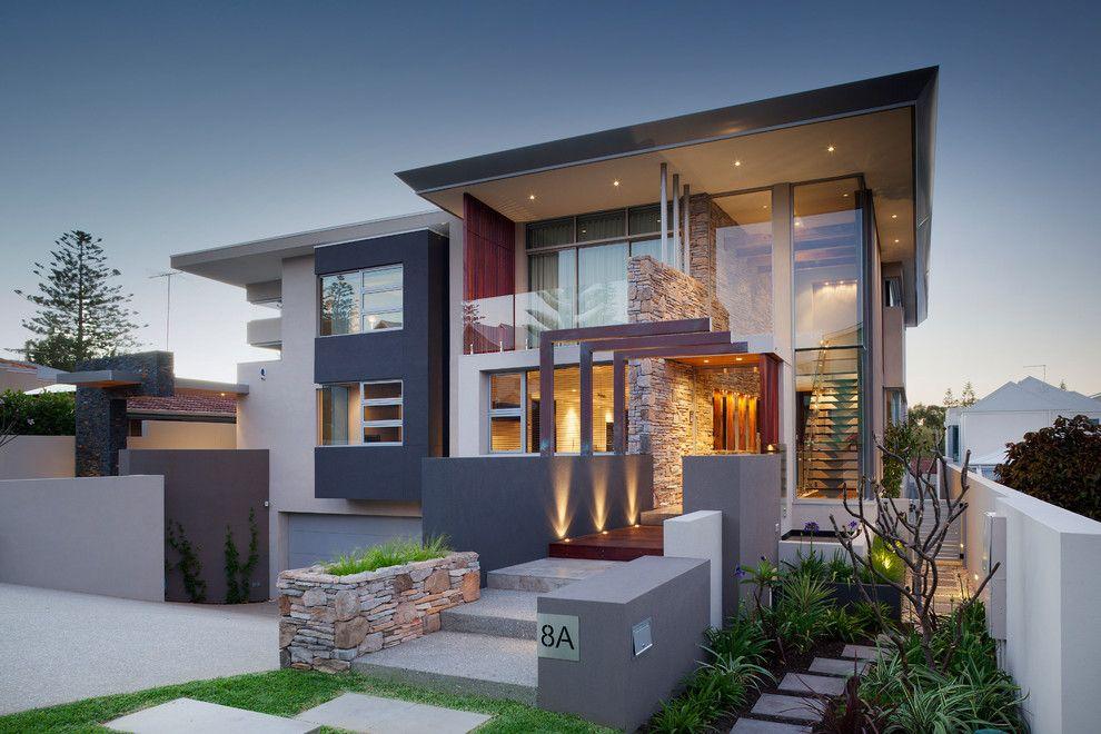 дом с выступающей крышей