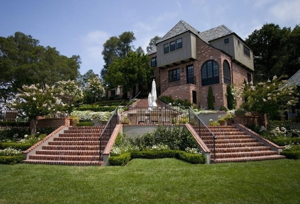 100 лучших фасадов: красивые кирпичные дома на фото