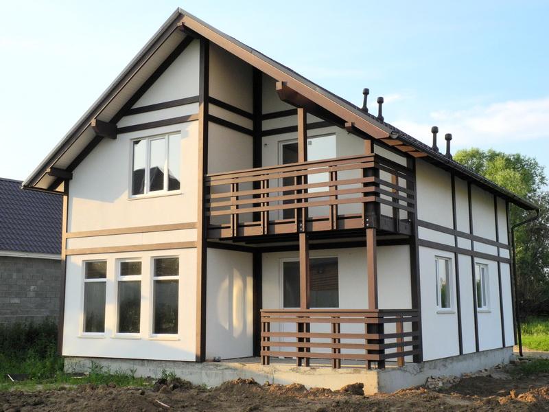 дом с угловой террасой и балконом