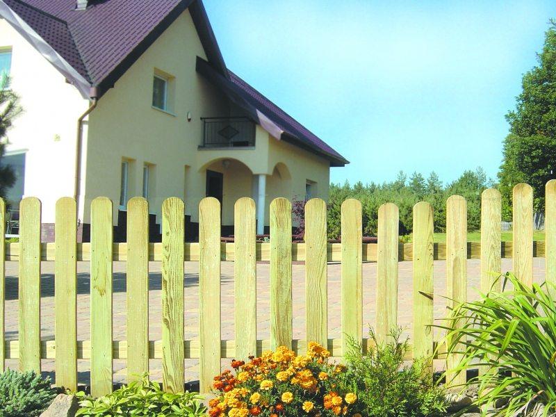 забор из досок для клумбы