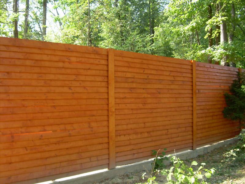 забор на даче из бруса