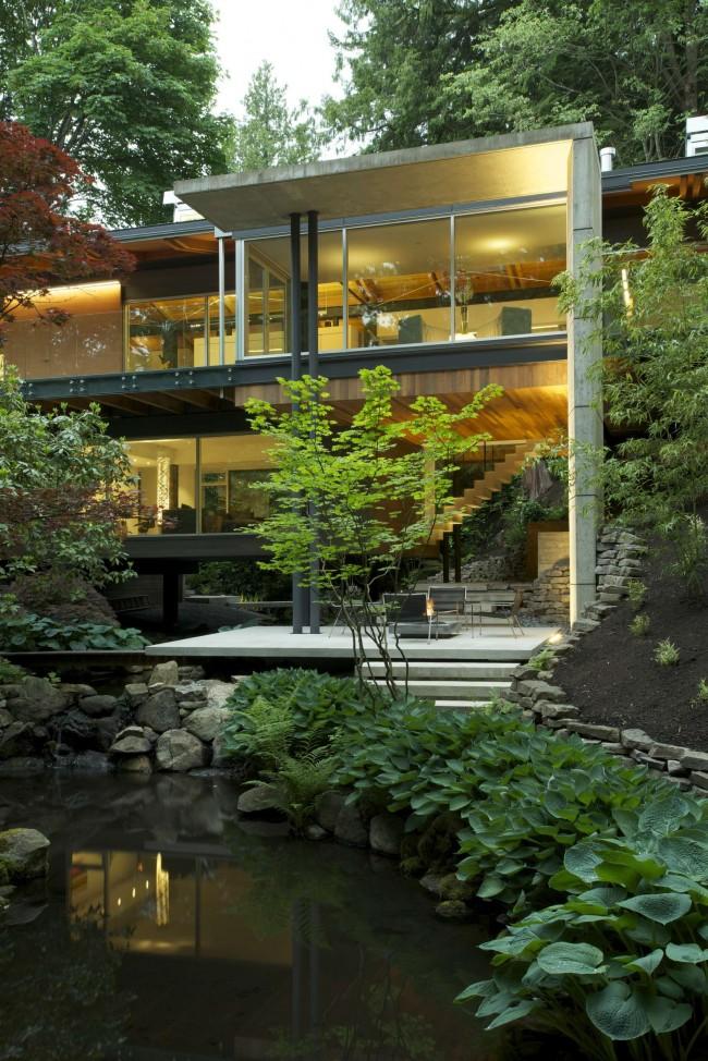 загородный дом с видом на лес