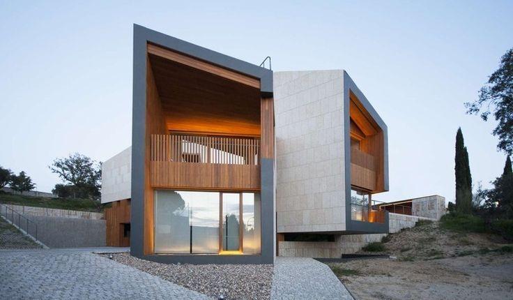 загородный дом с площадкой