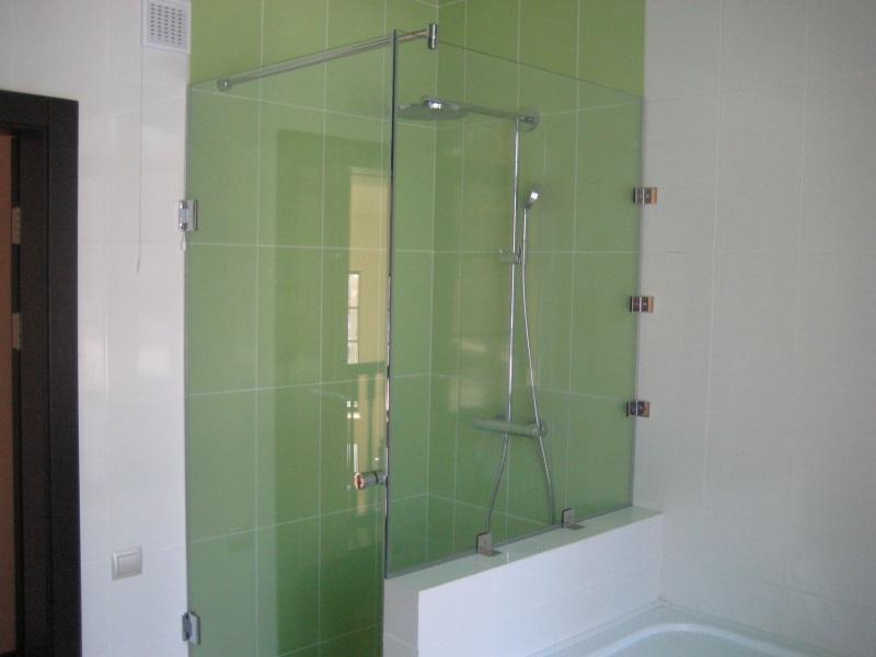 зеленая в ванной