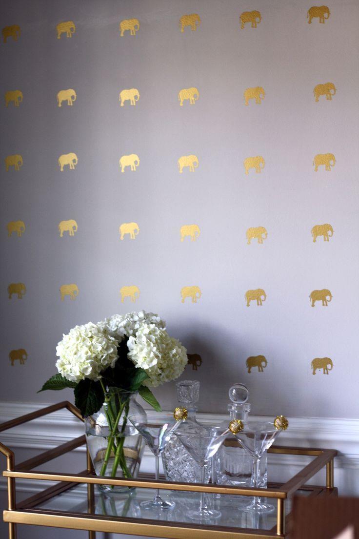 изображение слоников на стене
