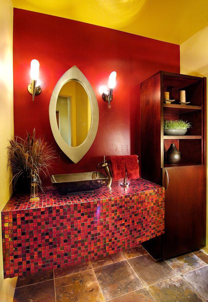коричневый напольный шкаф