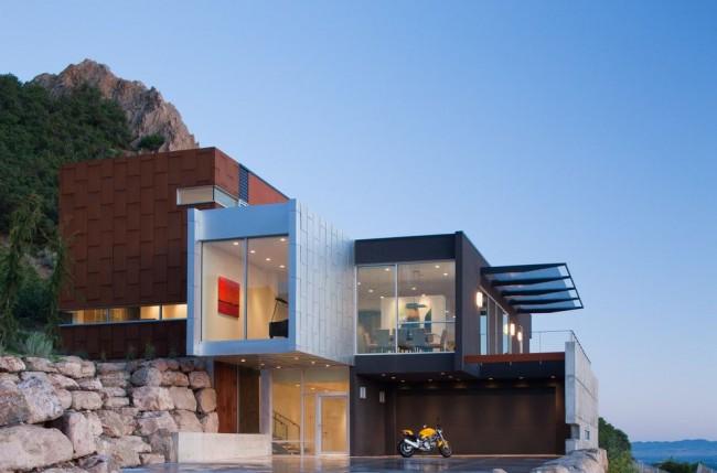 красивый дом на склоне