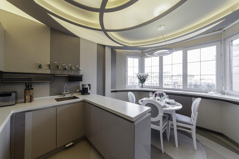 кухня с глянцевой поверхностью