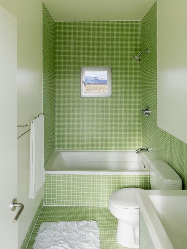 мягкий салатный цвет плитки в ванной