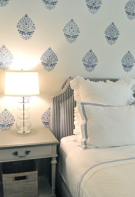 оригинальное оформление стен в спальне