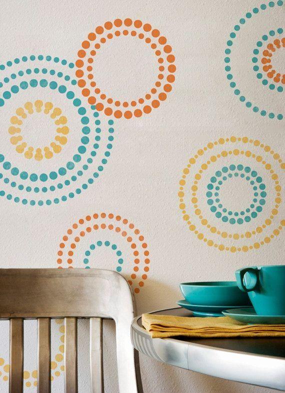 разноцветные круги на стене