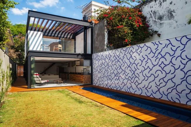 современный дизайн дома с панорамным остеклением
