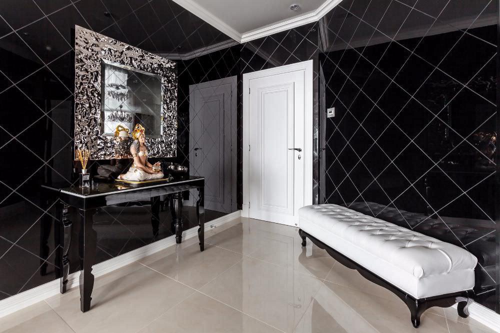 сочетание черного и белого для просторной прихожей