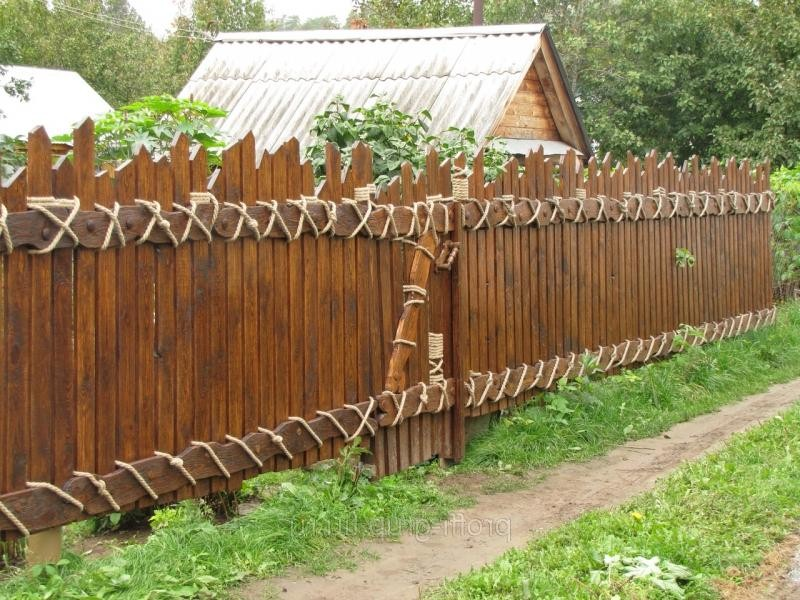 стильный забор из бруса