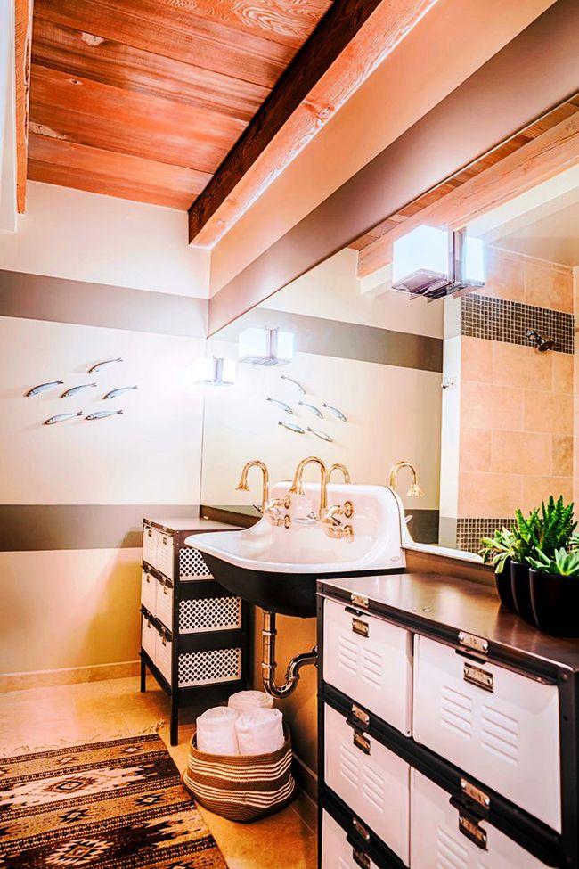 стильный черно-белый напольный шкаф