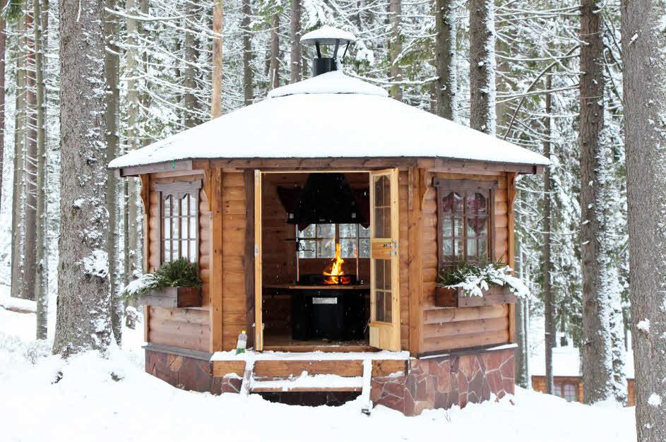 теплая-закрытая-деревянная-беседка