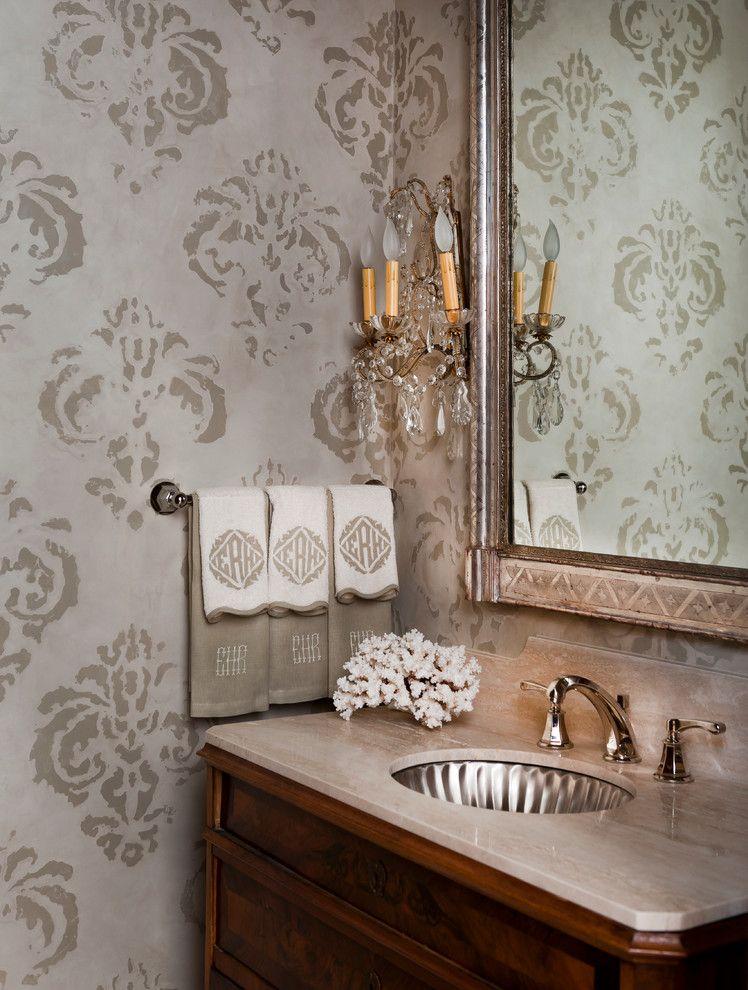 трафаретный рисунок на стене ванной