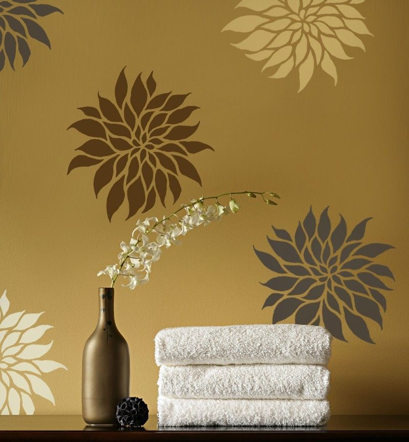хризантемы на стене
