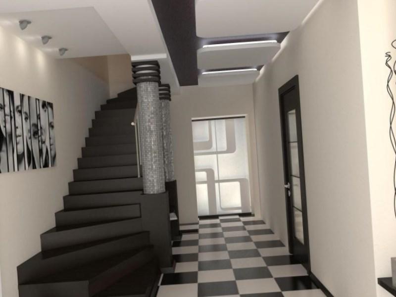 черная лестница в прихожей