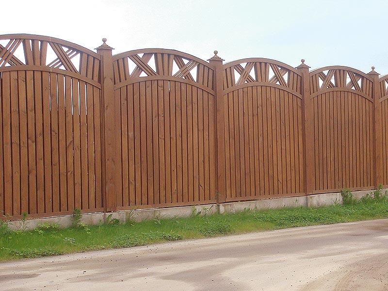 шикарный деревянный забор