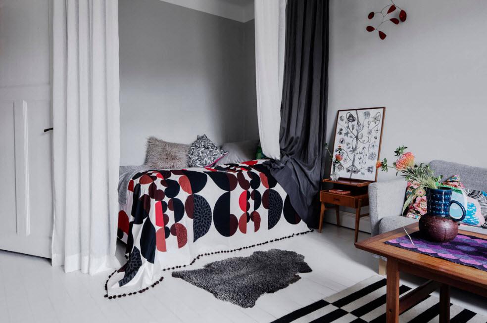 Кровать для одного в спальне