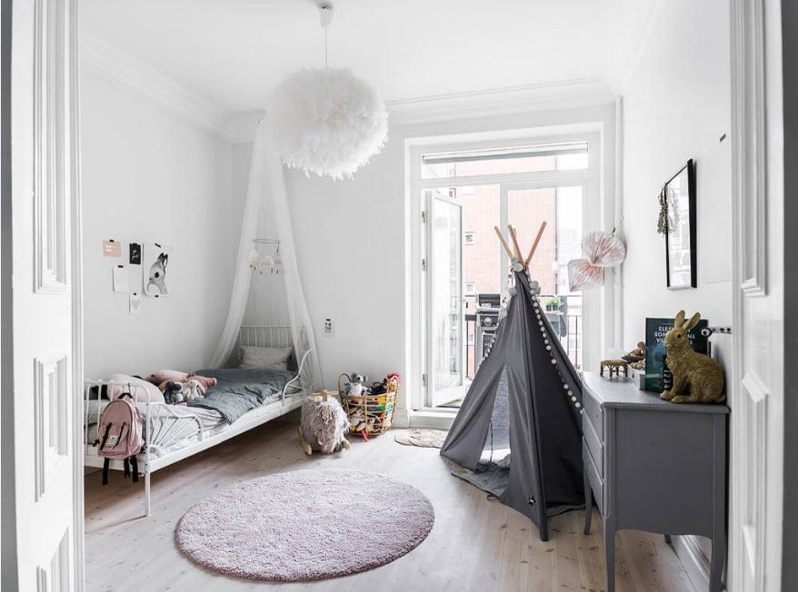 Бело-серый дизайн детской