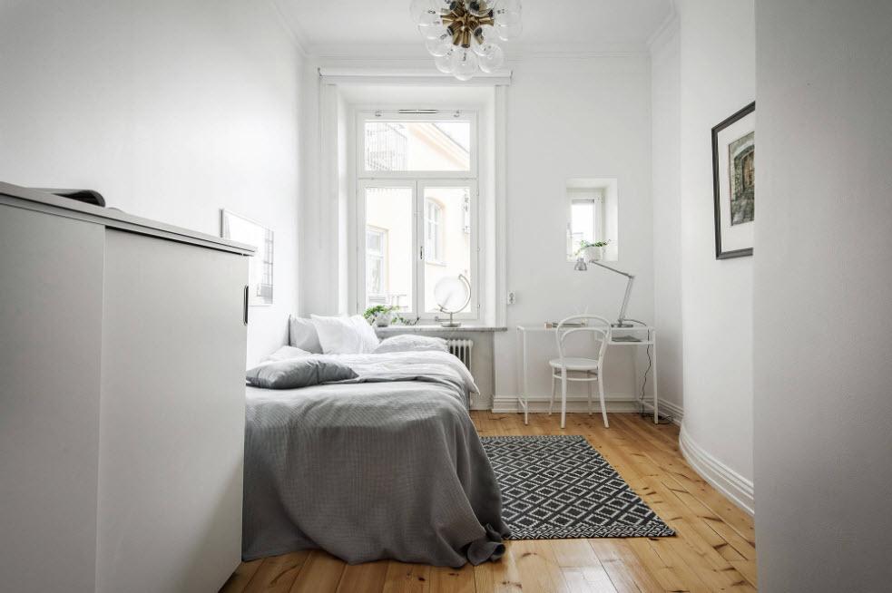 Белая спальня с рабочим местом