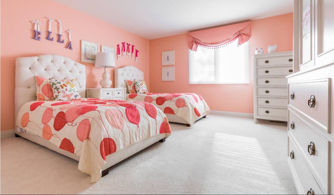 Яркая комната для двух девочек