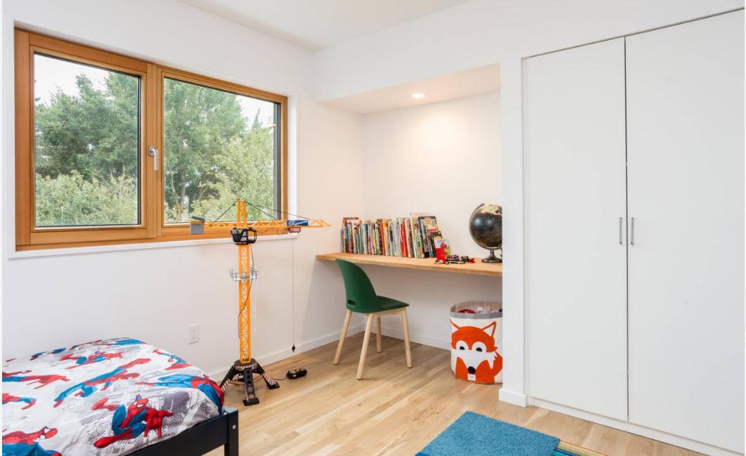Детская с белыми стенами и мебелью