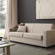 светлый диван-кровать с ортопедическим матрасом
