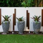Уличные вазоны для цветов: роскошный декор садового участка