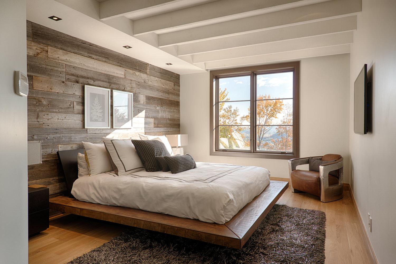 бежевый цвет в сочетании с белым в интерьере спальни