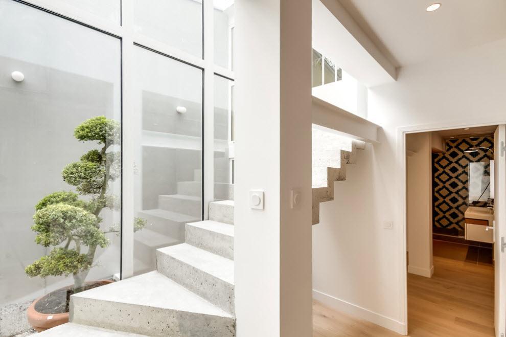 белая лестница из бетона