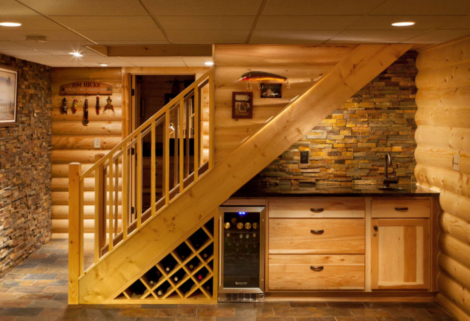 вино под лестницей