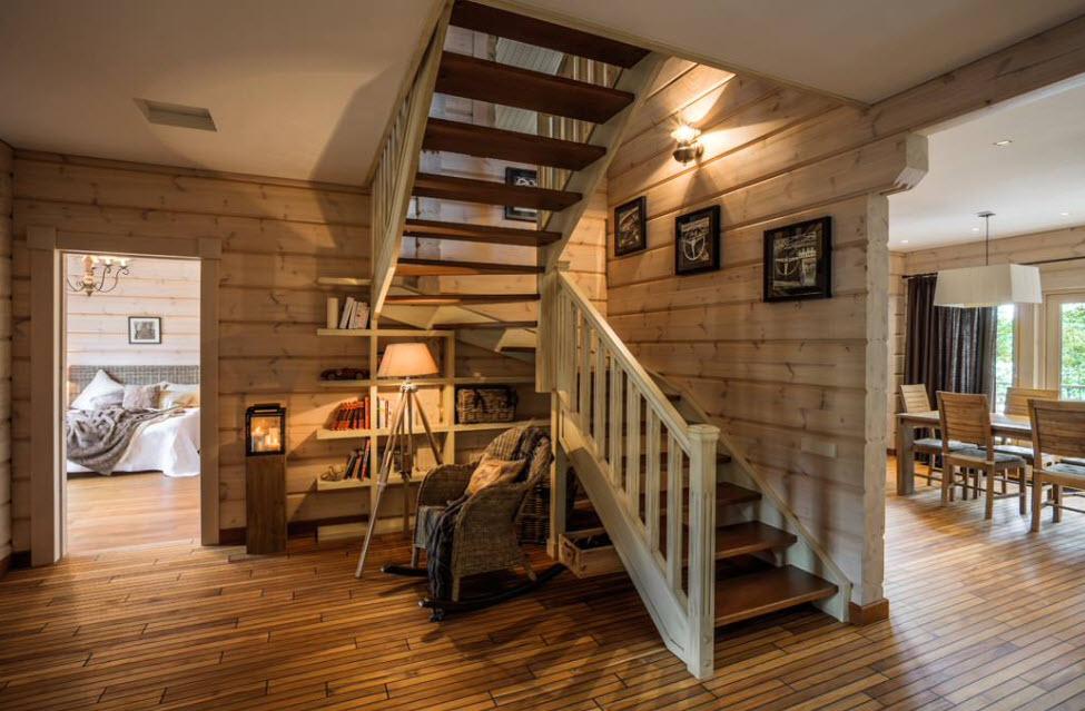 деревянная двухмаршевая