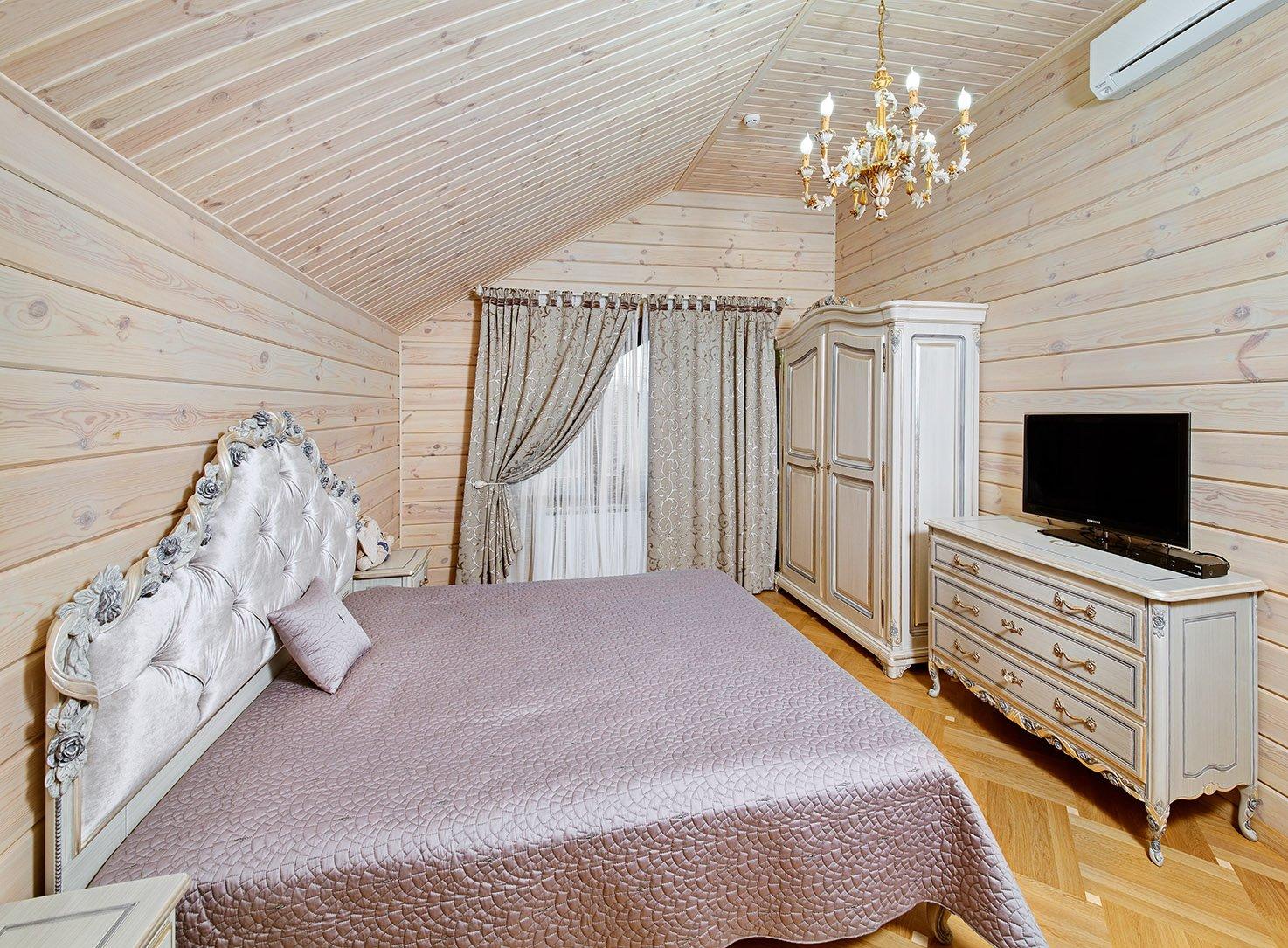 деревянная спальня светлых тонов