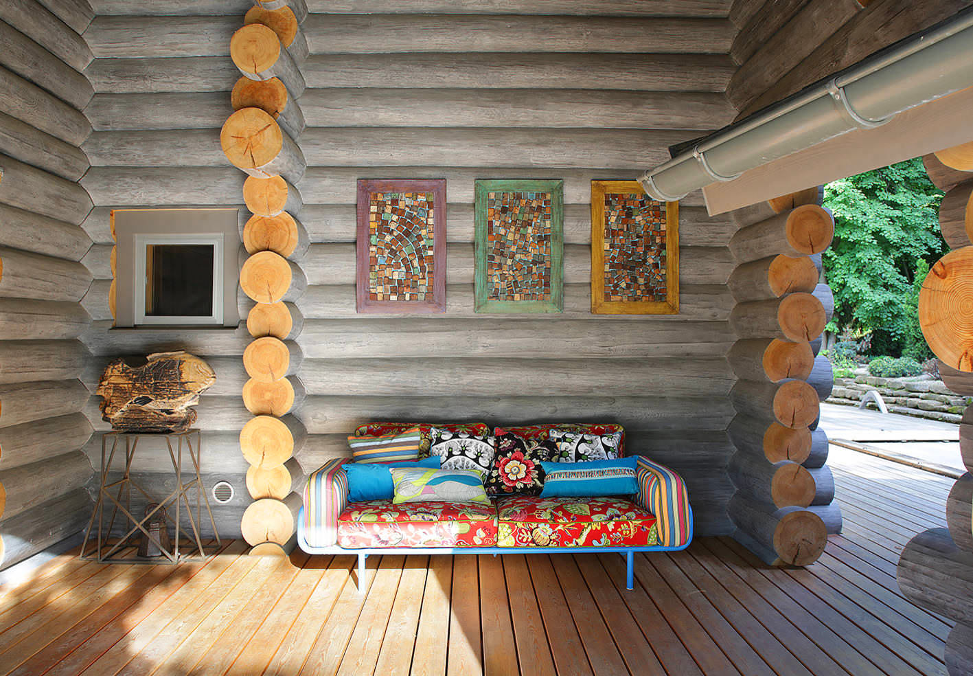 деревянный дом из бревна с террасой