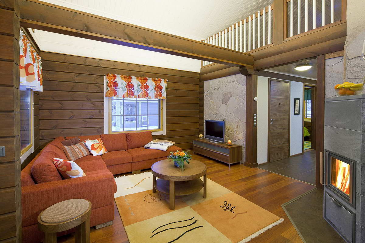 деревянный дом с большим красным диваном