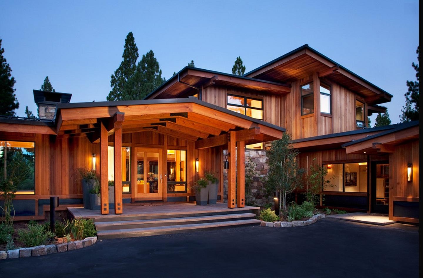 деревянный дом с открытой площадкой