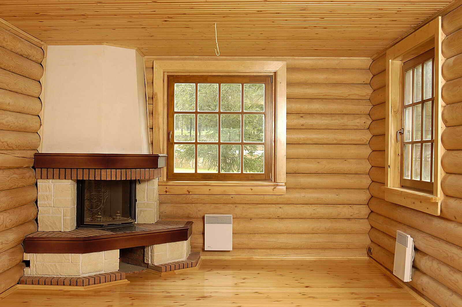 деревянный дом с угловым камином