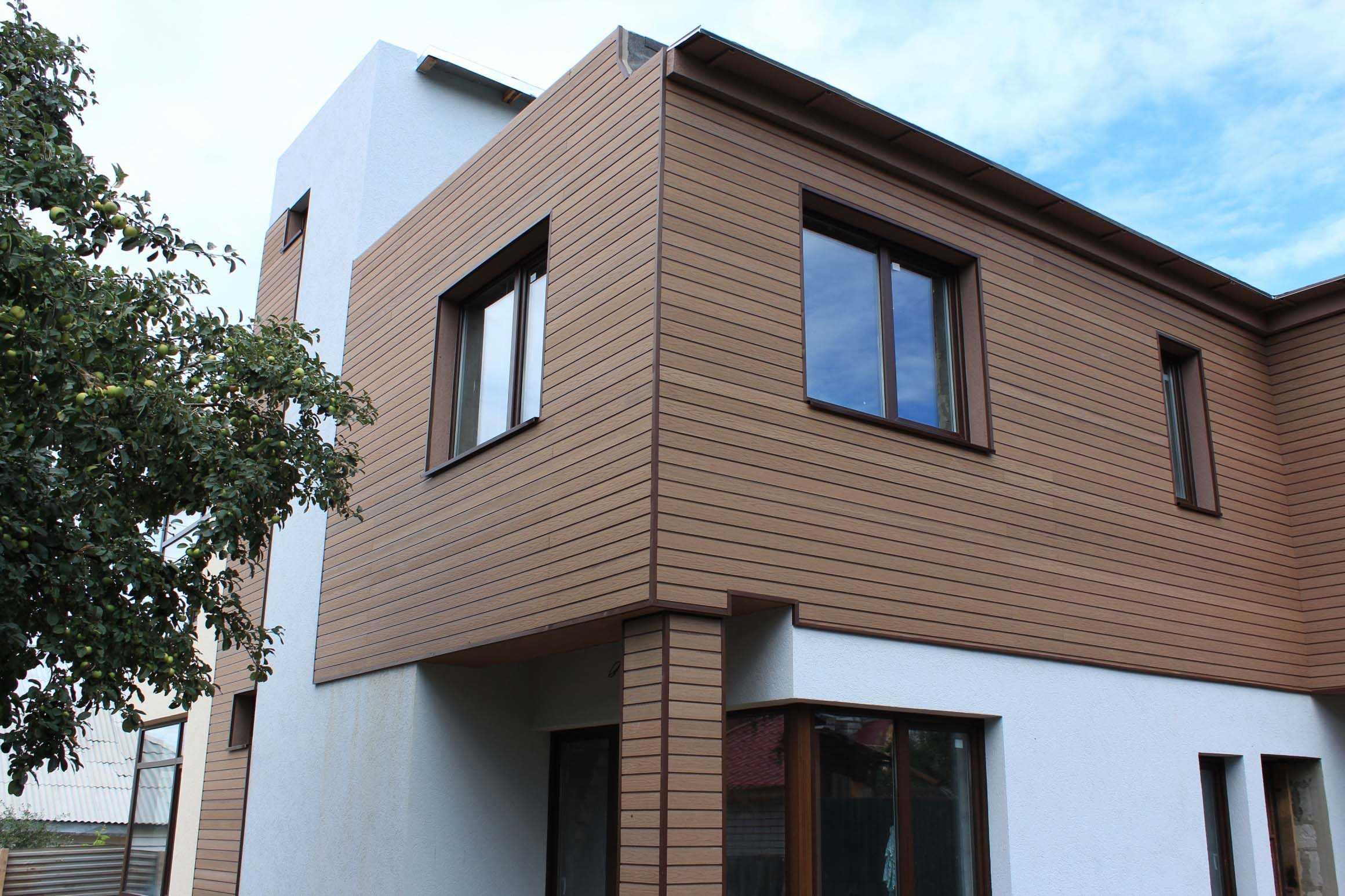 деревянный дом с фасадной облицовкой