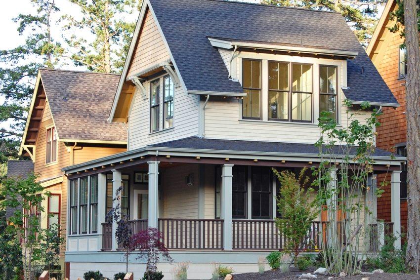 дом с мансардой и открытой площадкой для отдыха