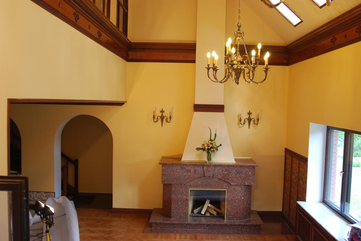 желтый деревянный дом внутри